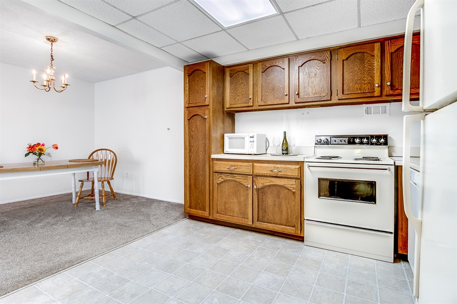 Real Estate Photography - 72 Welsh Tract Road #201, 201, Newark, DE, 19713 - Large Kitchen - Lots Of Cabinet Space!