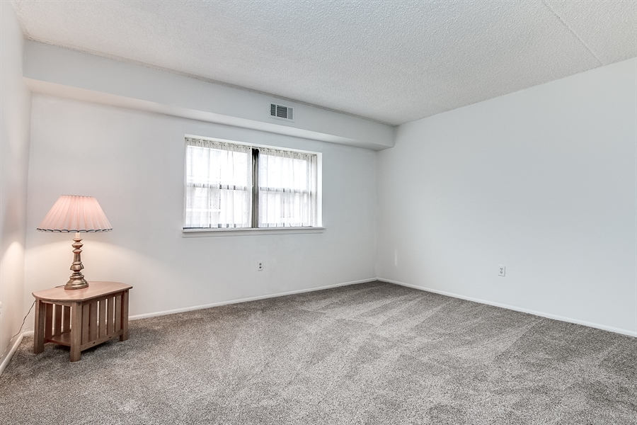 Real Estate Photography - 72 Welsh Tract Road #201, 201, Newark, DE, 19713 - Spacious Second Bedroom