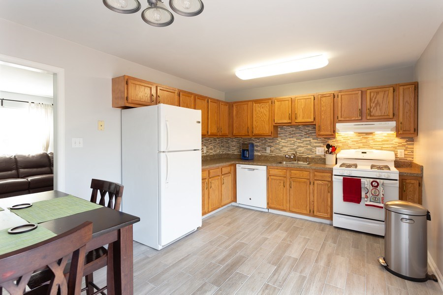 Real Estate Photography - 8 Edgewood Ave, New Castle, DE, 19720 - Kitchen