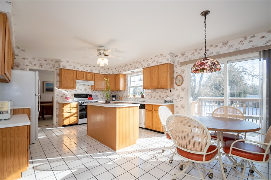 Real Estate Photography - 340 Jessica Dr, Middletown, DE, 19709 - Light & Bright Kitchen