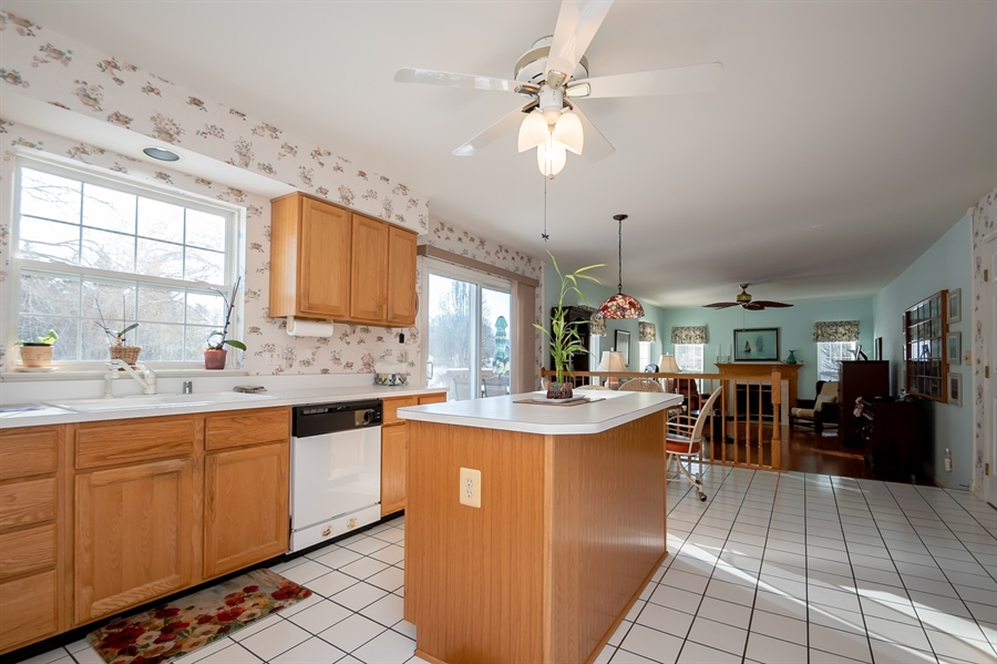 Real Estate Photography - 340 Jessica Dr, Middletown, DE, 19709 - Convenient Center Island