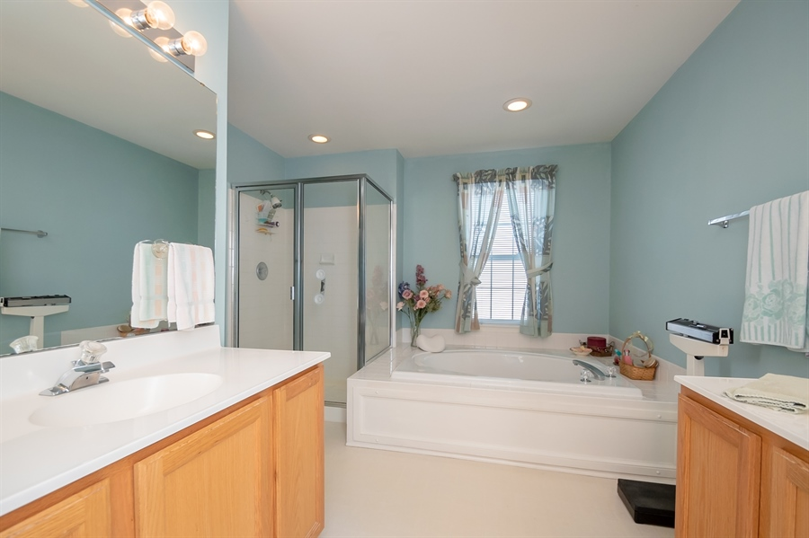 Real Estate Photography - 340 Jessica Dr, Middletown, DE, 19709 - Master Bath w/ Roman Tub and two Vanities