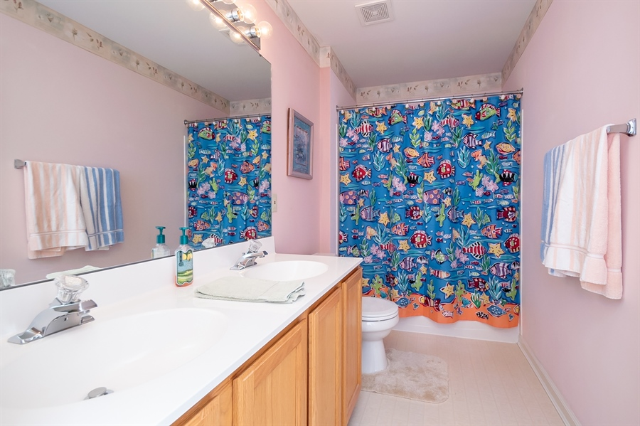 Real Estate Photography - 340 Jessica Dr, Middletown, DE, 19709 - Large Hall Bath