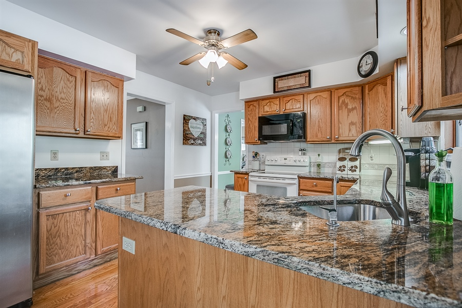 Real Estate Photography - 307 Charleston Dr, Wilmington, DE, 19808 - Granite Counter Tops