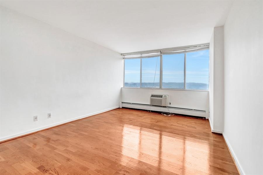 Real Estate Photography - 1401 Pennsylvania Avenue #1414, 1414, Wilmington, DE, 19806 - Nicely Sized Bedroom.