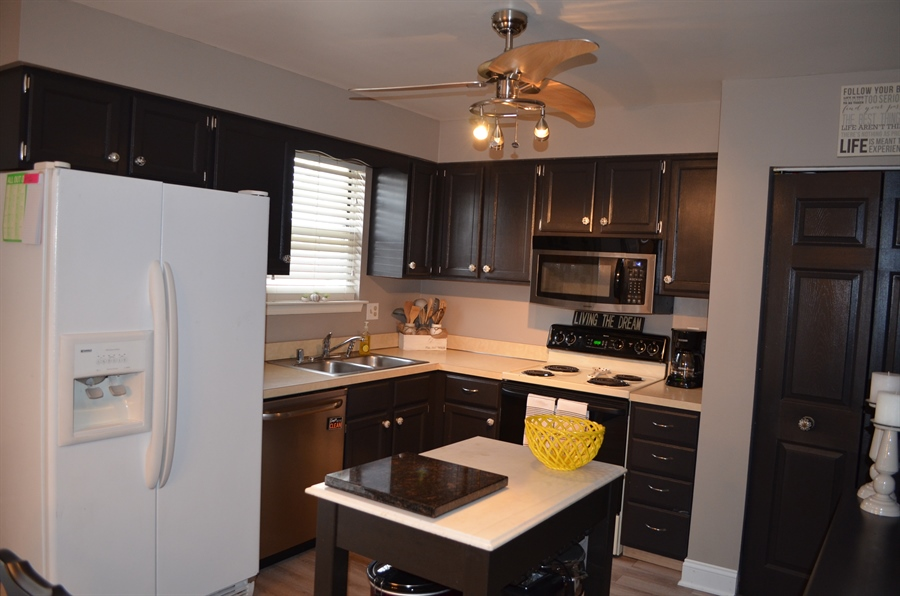 Real Estate Photography - 39 Julie Ln, Newark, DE, 19711 - Bright and Welcoming Kitchen