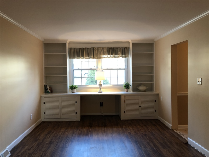 Real Estate Photography - 16 Candate Ct, Newark, DE, 19711 - Family room with built in cabinetry