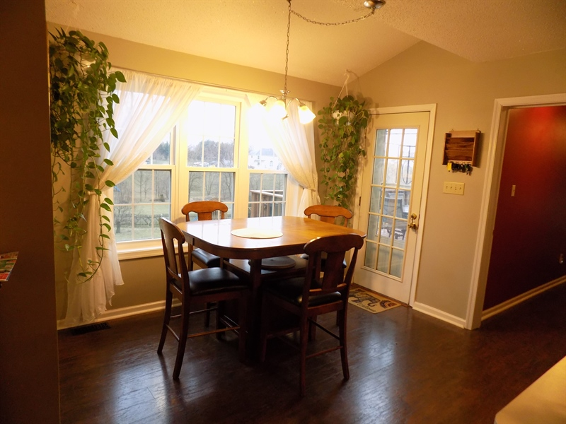 Real Estate Photography - 236 Waterway Rd, Oxford, PA, 19363 - Breakfest area