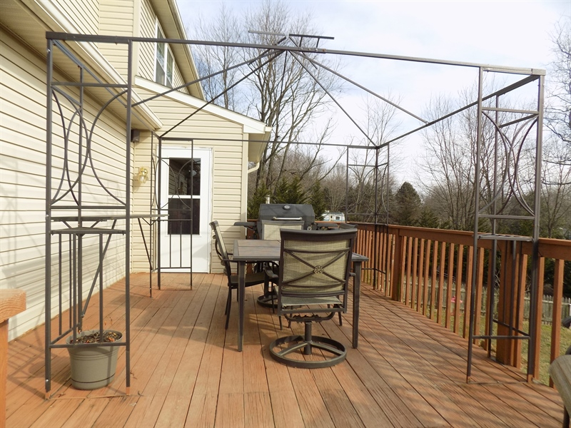 Real Estate Photography - 236 Waterway Rd, Oxford, PA, 19363 - Deck