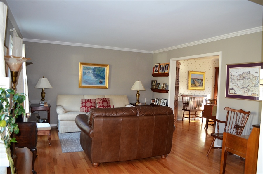 Real Estate Photography - 1 Caynor Ct, Newark, DE, 19711 - Large Living Room w Crown Molding