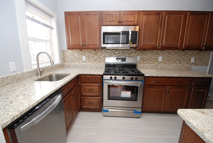 Real Estate Photography - 406 S Sycamore St, Wilmington, DE, 19805 - New appliances