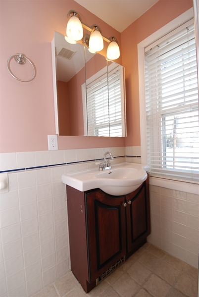 Real Estate Photography - 406 S Sycamore St, Wilmington, DE, 19805 - New vanity