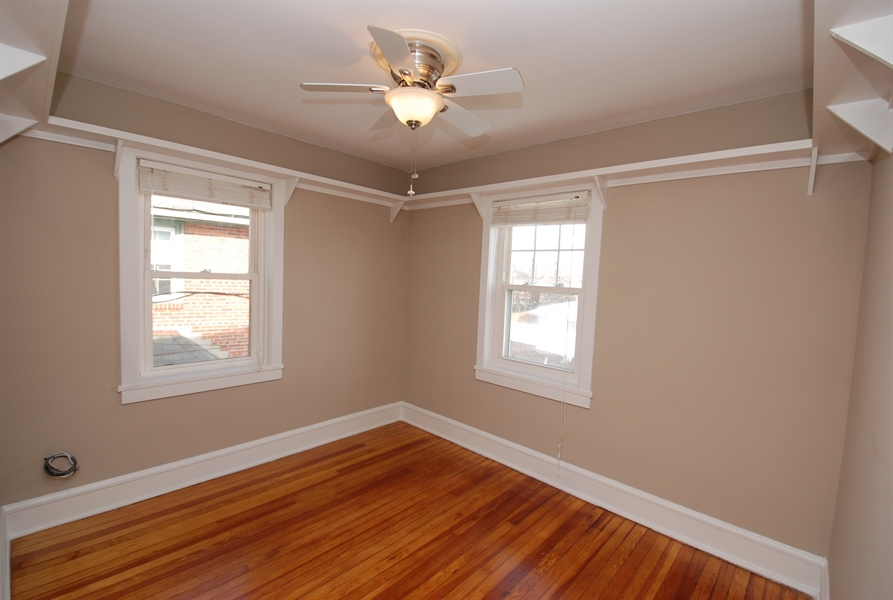 Real Estate Photography - 406 S Sycamore St, Wilmington, DE, 19805 - How much display space do you need ?