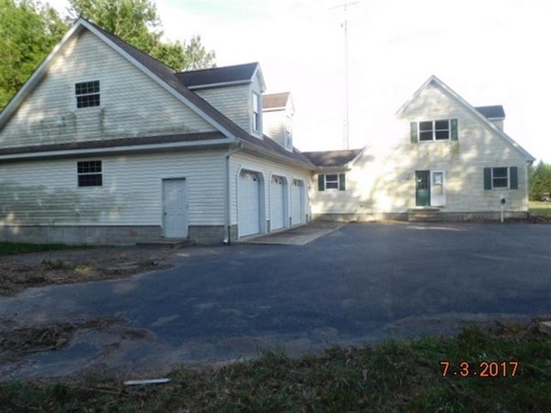Real Estate Photography - 14255 Saint Johnstown Rd, Greenwood, DE, 19950 - Garage Side