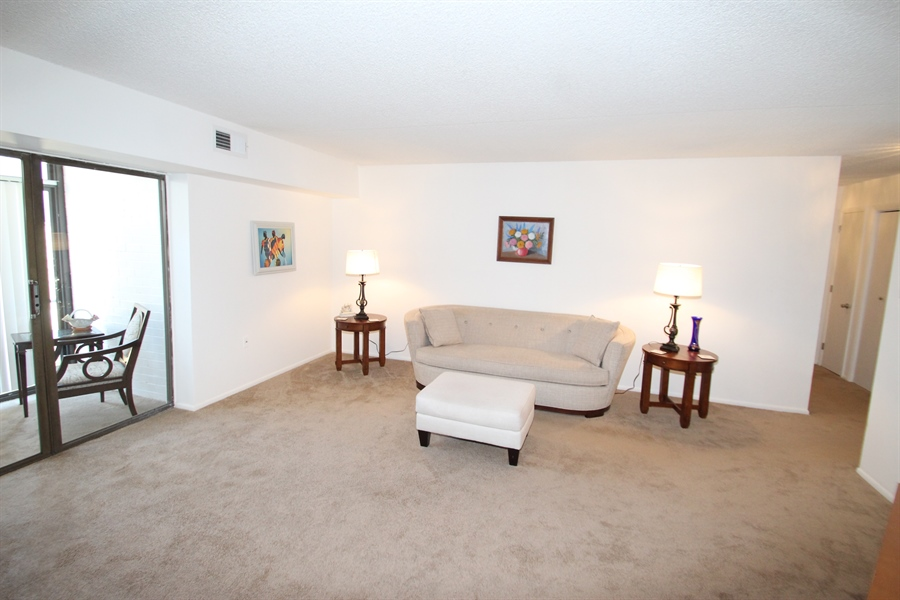 Real Estate Photography - 72 Welsh Tract Road #103, 103, Newark, DE, 19713 - Living Room