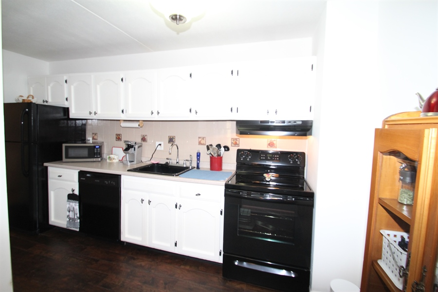 Real Estate Photography - 72 Welsh Tract Road #103, 103, Newark, DE, 19713 - Kitchen