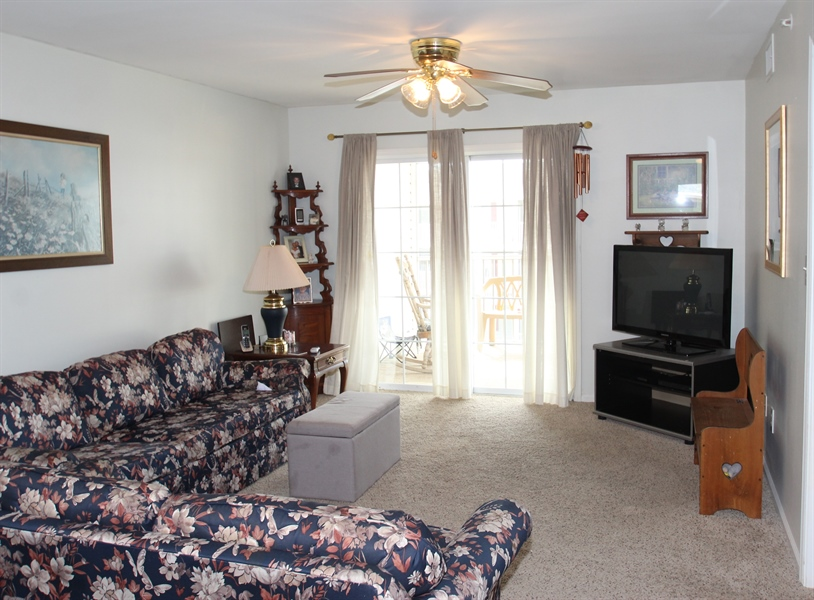 Real Estate Photography - 1860 Congressional Village Drive #6303, 6303, Middletown, DE, 19709 - Living Room