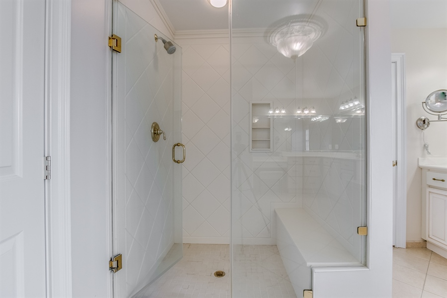 Real Estate Photography - 400 Woodale Dr, Kennett Square, PA, 19348 - Master Shower