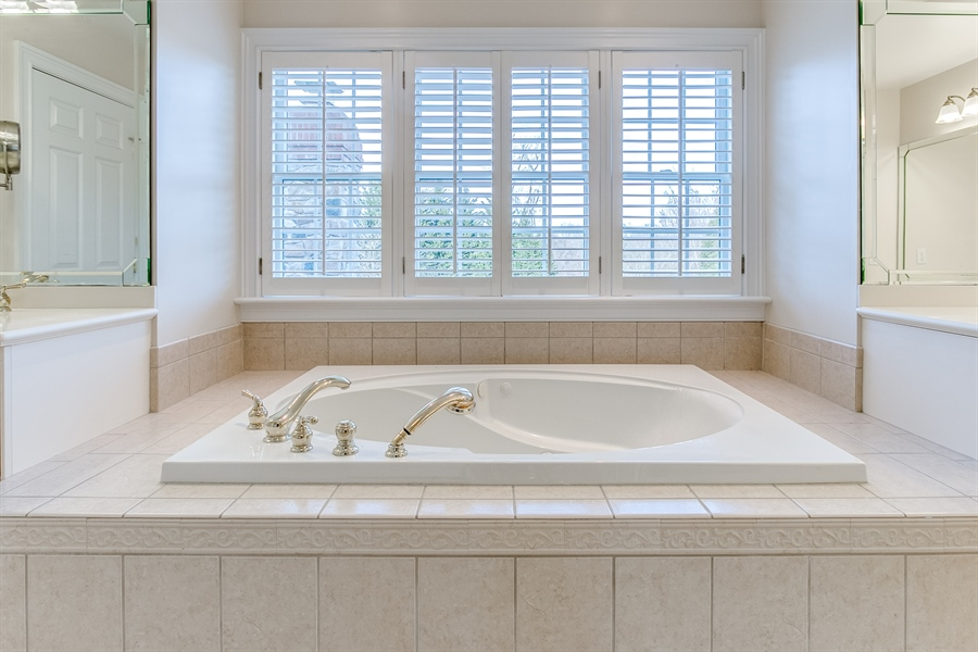 Real Estate Photography - 400 Woodale Dr, Kennett Square, PA, 19348 - Soaking Tub