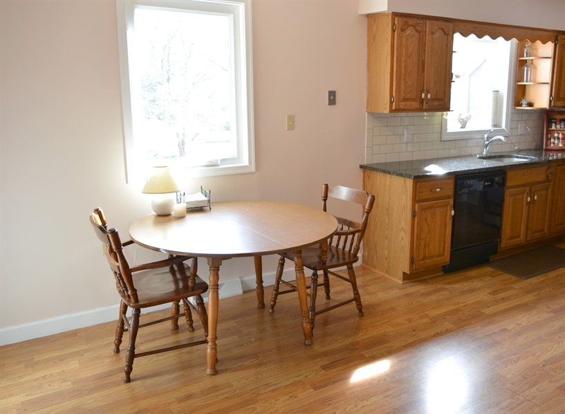 Real Estate Photography - 102 Rhett Ct, Elkton, MD, 21921 - Eat-In Kitchen