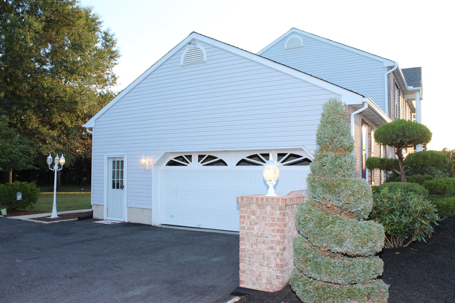 Real Estate Photography - 140 Brookview Loop, Elkton, MD, 21921 - Driveway