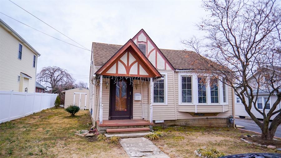 Real Estate Photography - 204 Mansion Rd, Wilmington, DE, 19804 - Location 1