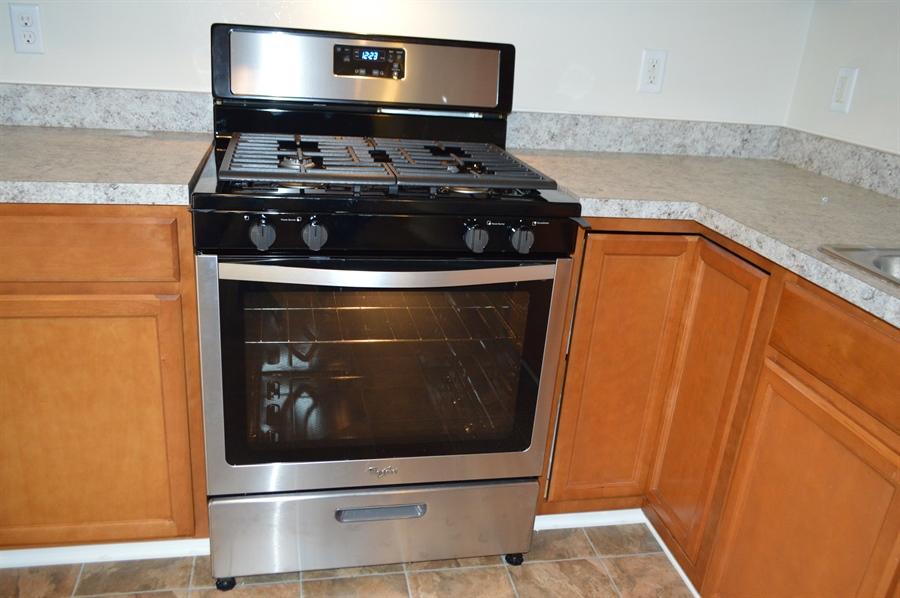 Real Estate Photography - 149 Ben Boulevard, Elkton, DE, 21921 - Natural gas Whirlpool range-big glass oven door