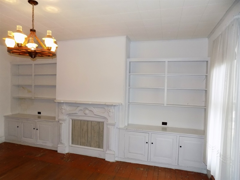 Real Estate Photography - 529 Biddle St, Chesapeake City, MD, 21915 - Library w/ Built In Shelves