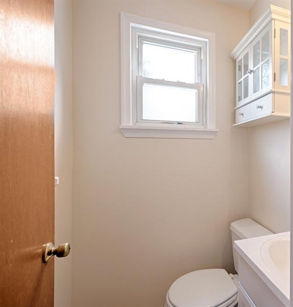 Real Estate Photography - 25 Kennedy Blvd, Elkton, MD, 21921 - POWDER ROOM