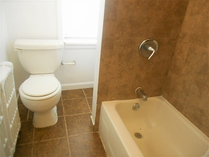 Real Estate Photography - 419 S Broom St, Wilmington, DE, 19805 - Renovated Full Bath