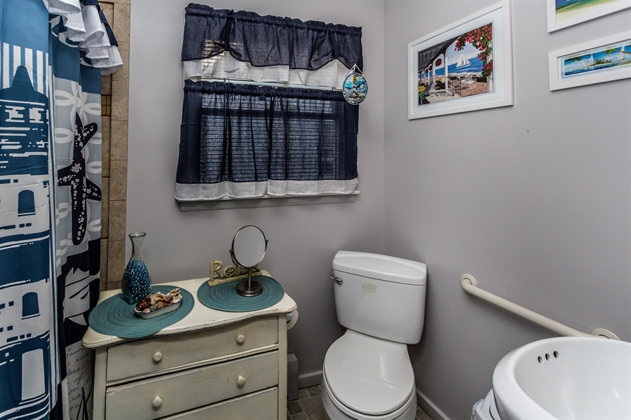 Real Estate Photography - 229 W Main St, Elkton, MD, 21921 - In-Law/au-Pair/Suite Full Bath