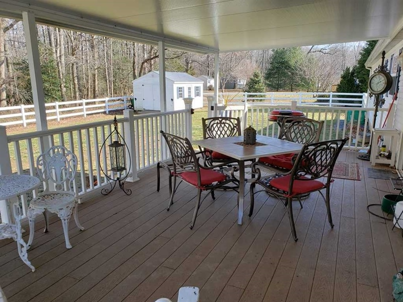 Real Estate Photography - 537 Wynn Wood Cir, Camden Wyoming, DE, 19934 - Covered Deck