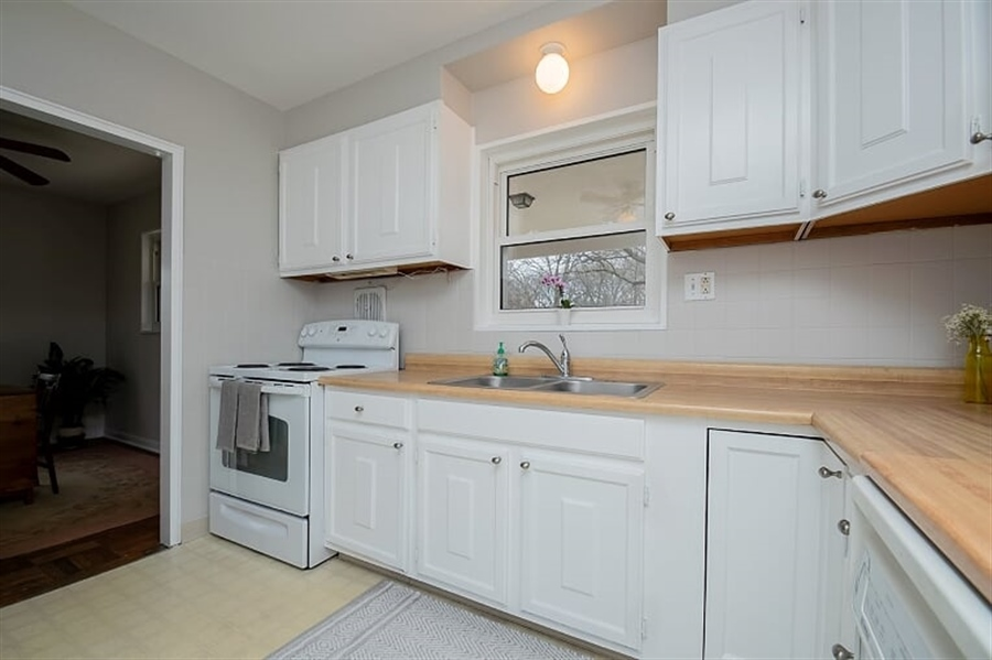 Real Estate Photography - 120 Carlie Rd, Wilmington, DE, 19803 - Kitchen