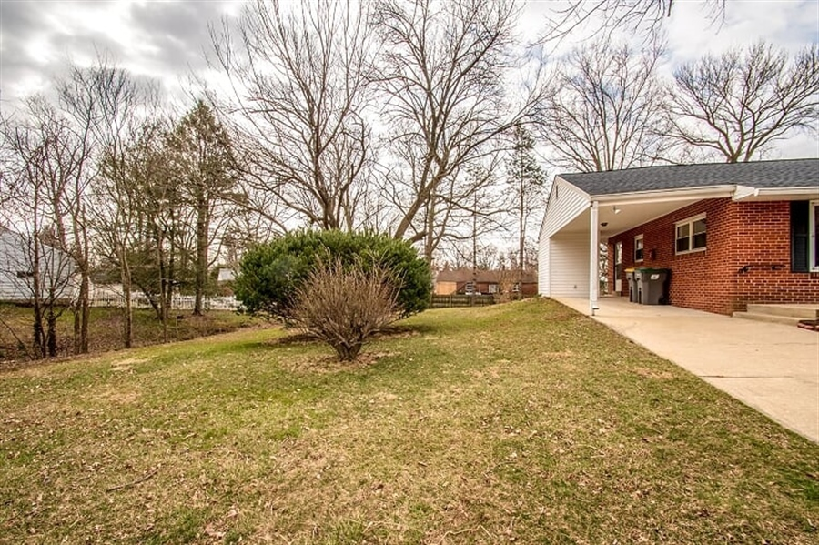 Real Estate Photography - 120 Carlie Rd, Wilmington, DE, 19803 - Wide side yard