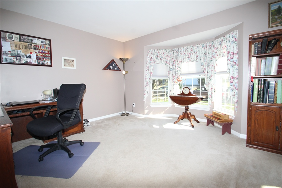 Real Estate Photography - 3 Thunder Gulch, Newark, DE, 19702 - Living Room