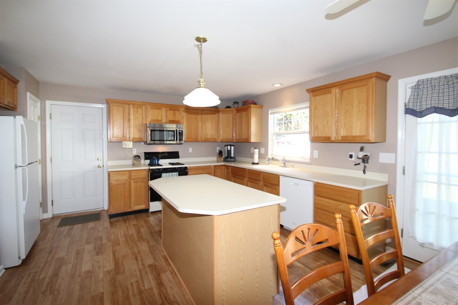 Real Estate Photography - 3 Thunder Gulch, Newark, DE, 19702 - Kitchen