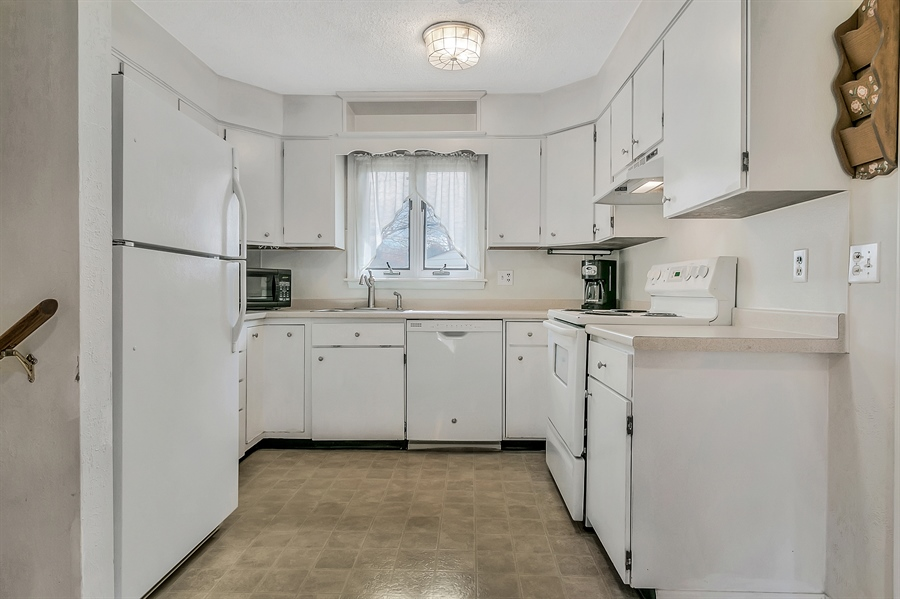 Real Estate Photography - 2500 Turnstone Dr, Wilmington, DE, 19805 - Another Kitchen View