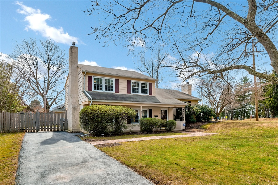 Real Estate Photography - 2500 Turnstone Dr, Wilmington, DE, 19805 - Oversized Driveway...No Parking Problems!