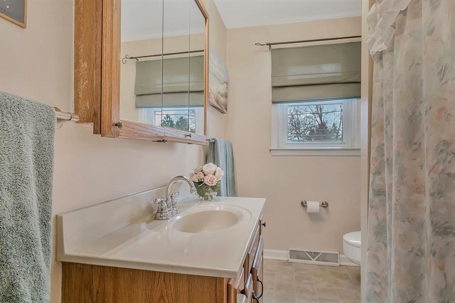 Real Estate Photography - 2500 Turnstone Dr, Wilmington, DE, 19805 - Full Hall Bath