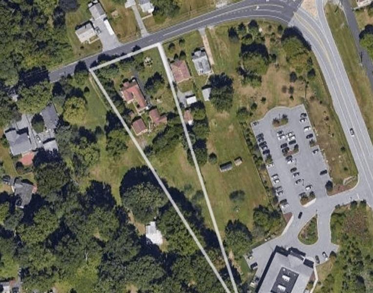 Real Estate Photography - 4979 Ogletown Stanton Rd, Newark, DE, 19713 - Location 2