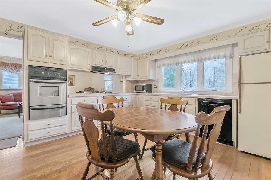 Real Estate Photography - 26 N Cliffe Dr, Wilmington, DE, 19809 - Bright Kitchen