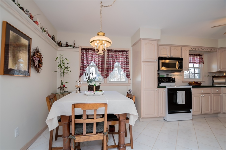 Real Estate Photography - 1013 Kendall Rd, Wilmington, DE, 19805 - Dining Area Open to Kitchen