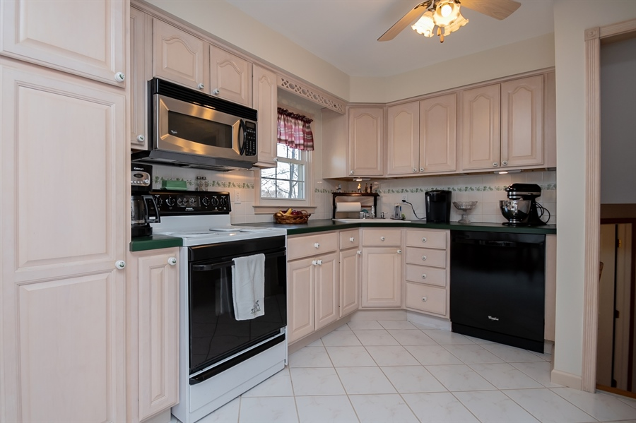Real Estate Photography - 1013 Kendall Rd, Wilmington, DE, 19805 - Gorgeous Updated Kitchen