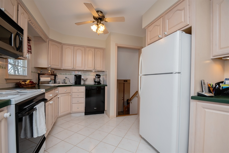 Real Estate Photography - 1013 Kendall Rd, Wilmington, DE, 19805 - Light & Bright Kitchen