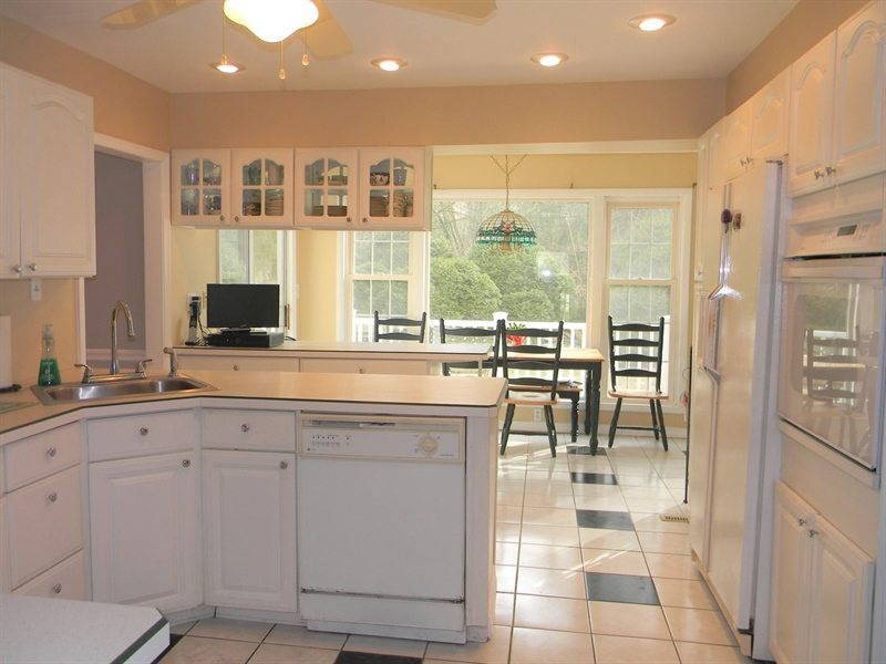 Real Estate Photography - 4 N Parkway, Elkton, MD, 21921 - Kitchen with breakfast bump out
