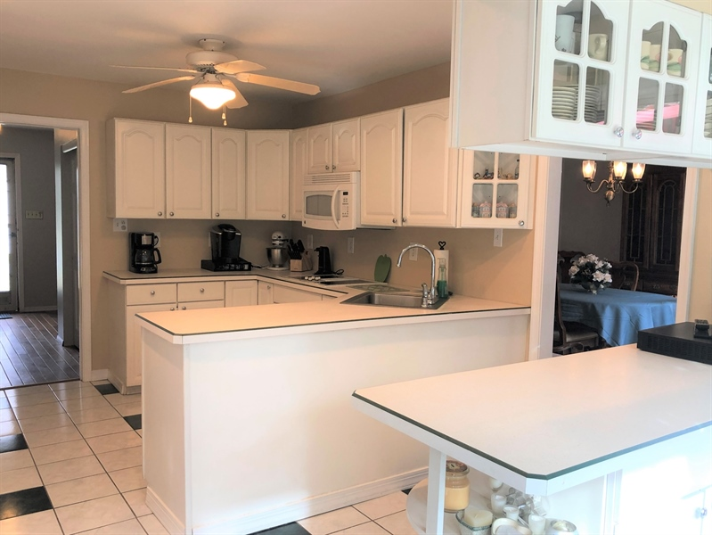 Real Estate Photography - 4 N Parkway, Elkton, MD, 21921 - Kitchen