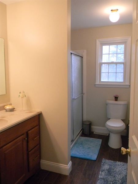 Real Estate Photography - 4 N Parkway, Elkton, MD, 21921 - Hall Bath