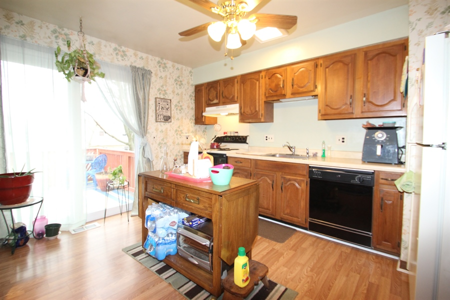 Real Estate Photography - 34 Guenever Dr, New Castle, DE, 19720 - Kitchen