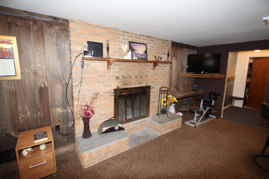 Real Estate Photography - 34 Guenever Dr, New Castle, DE, 19720 - Family Room Fireplace