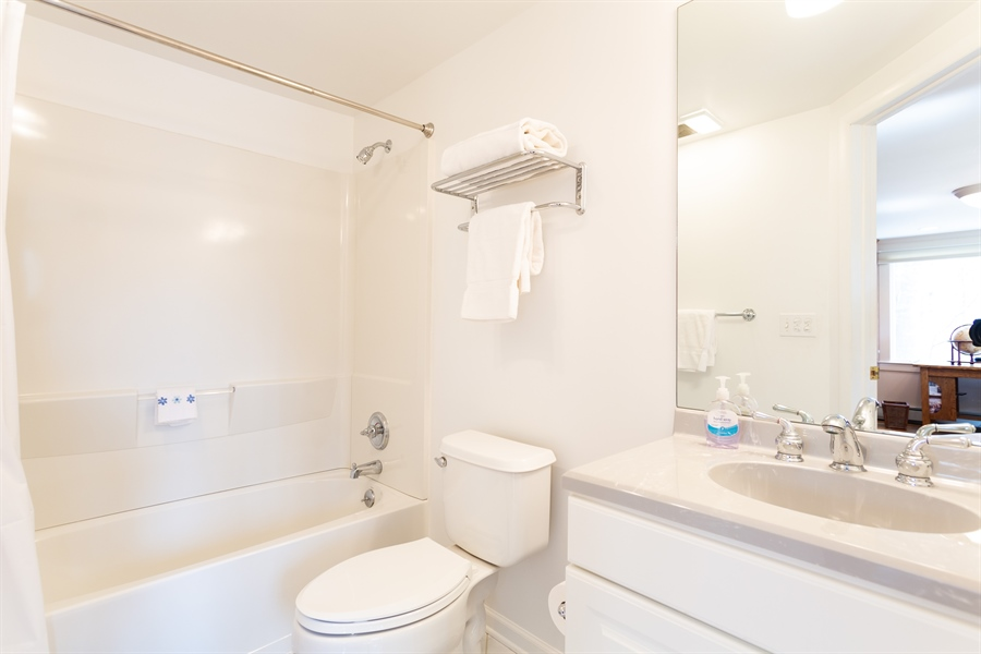 Real Estate Photography - 3804 Valley Brook Dr, Wilmington, DE, 19808 - Library Full Bath